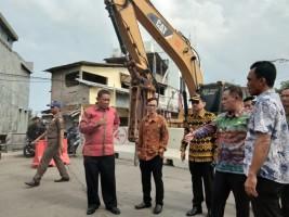 Nanang Tinjau Proses Awal Perbaikan Jembatan Pasar Inpres Kalianda