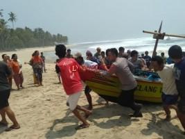 Nelayan Pesisir Selatan Tewas Digulung Ombak