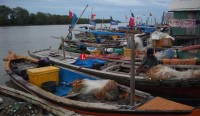 Nelayan Tunggu Bantuan Tsunami