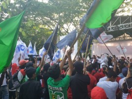 Nobar Debat, Ribuan Pendukung Jokowi-Ma'ruf Penuhi Parkir Timur Senayan