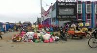 Pasca-Lebaran Sampah di Pasar Unit 2 Menumpuk