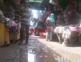 Pedagang Keluhkan Drainase Pasar Kangkung