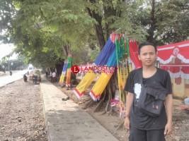 Pedagang Musiman Bendera Mulai Bermunculan di Kotabumi