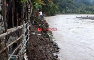 Pembangunan Bronjong Penahan Banjir Way Krui Jadi Prioritas Dinas PUPR
