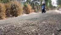 Pembangunan Jalan di Pematangbom Timur Disoal