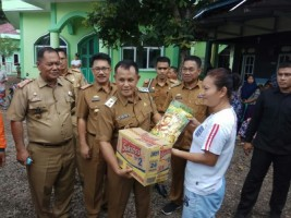 Pemkab Lampung Selatan Bagikan 260 paket Sembako ke Korban Banjir