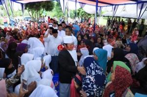 Pemkab Lamsel Bagikan 1.500 Paket Sembako di Palas