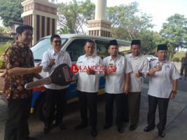 Pemkab Lamsel dapat Bantuan 2 Unit Mobil dari Indomaret