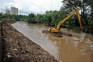 Pemkab Lamsel Normalisasi Sungai Gerabah
