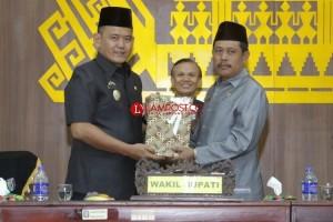Pemkab Pringsewu Sampaikan RAPBD Perubahan 2018