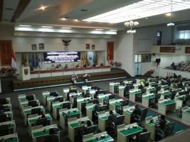 Pemprov Sampaikan KUA PPAS RAPBD Perubahan dalam Rapat Paripurna