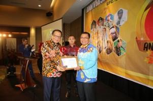 Pemred Lampung Post Dianugerahi Kupas Tuntas Award 2018 sebagai Tokoh Pers