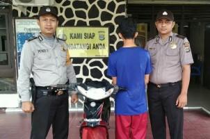 Pencuri Motor di Halaman Masjid Menyerahkan Diri
