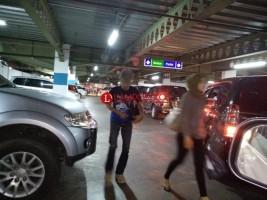 Pengaturan Parkir Semerawut, Pengunjung Tertahan Hingga Sejam di Central Plaza