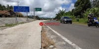 Pengemudi Keluhkan Jalan Masuk Gerbang Tol Sidomulyo