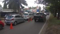 Pengendara Antre Panjang Beli Premium di SPBU Sultan Agung