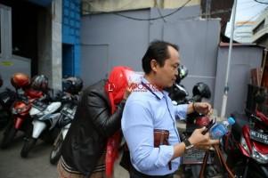 Penuhi Panggilan BNN, Istri Mantan Kalapas Tutupi Wajahnya