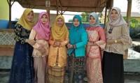 Peringati Hari Kartini, Dosen dan Staf STIT Pringsewu Gunakan Kebaya dan Batik