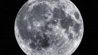 Permukaan Bulan Sepenuhnya Retak
