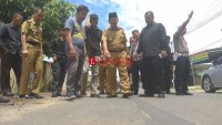 Persoalkan Perbaikan Jalan, Wali Kota Herman HN dan Korlap Tinjau Lokasi