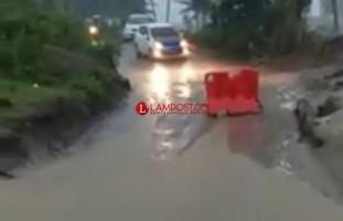 Pesisir Selatan di Landa Banjir, Ratusan Rumah Warga Terendam dan Jalinpanbar Lumpuh Total
