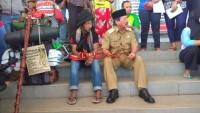Petualang Pejalan Kaki Asal Pekalongan Bertemu Herman HN