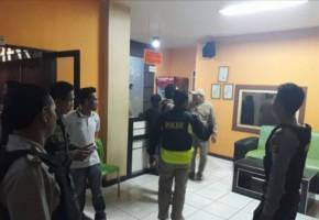 Petugas Gabungan Razia Sejumlah Tempat Hiburan di Pringsewu