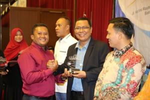Pemred Lampung Post Dapat Penghargaan Penulis Buku Terbaik