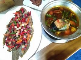 Pindang Uwo Sajikan Sensai Makan Seruit Khas Lampung