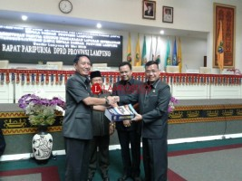 Pjs Gubernur Serahkan LKPJ 2017 ke DPRD