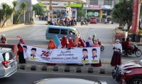 PKS Sambut Kemerdekaan dengan Flasmob dan Bagikan Bendera Merah Putih