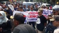 Pleno KPU Lampung di Demo