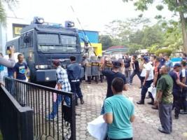 PLN Kisruh, Polisi Urai Kerusuhan Massa
