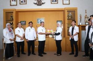 Plt Bupati Lampung Selatan Lepas 18 Dokter Selesai Magang