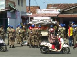 Pol PP, Polsuska, TNI dan Polri Razia Pedagang di Jalan Pemuda