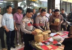 Polisi Amankan 20 Kg Ganja Tak Bertuan di Flyover Sultan Agung