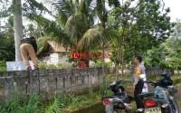 Polisi Awasi Penertiban Ratusan APK Oleh Bawaslu Gunungterang