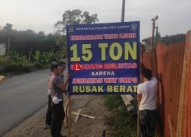Polisi Imbau Truk Muatan Lebih dari 15 Ton Tak Lintasi Jembatan di Way Kanan