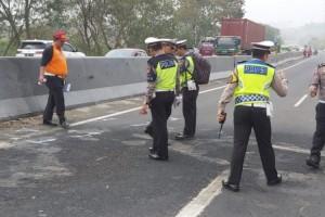Polisi Mulai Olah TKP Lokasi Kecelakaan Maut Tol Cipularang