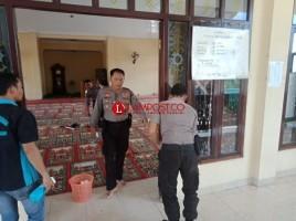 Polisi Peduli Rumah Ibadah Bersihkan Masjid Al Makhfiro