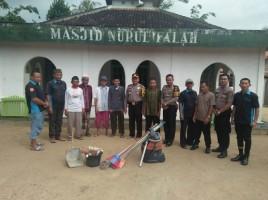 Polisi Peduli Rumah Ibadah Bersihkan Masjid dan Musola di Desa Tamansari