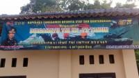 Polres dan Polsek Tanggamus Pasang Banner HUT Ke-73 TNI