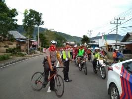 Polres Lambar Kawal Ratusan Peserta Sepeda Santai HUT Lambar