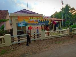 Polres Lampung Utara Pasang Spanduk HUT TNI Ke-73