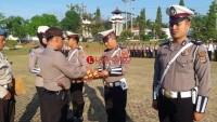Polres Lampura Beri Penghargaan Kepada 4 Personel Berprestasi