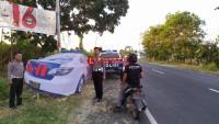 Polres Lamsel Pasang Replika Mobil Patrolidi Sejumlah Titik Rawan Kecelakaan