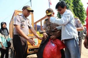Polres Pesawaran Bersih-bersih Pasar