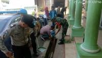 Polsek Padangcermin dan Koramil Bersih Bersih Masjid