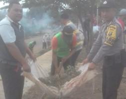 Polsek Sungkai Selatan Gelar Gotong Royong Bersih-bersih dengan Warga Desa Sinar Harapan
