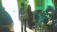 Polwan Tolong Korban Tabrakan Sepeda Motor di Jalan Pangeran Diponegoro